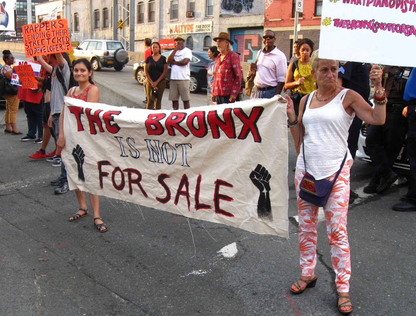 Protestors at the No Commission art fair organized by Bronx Hip Hop Producer Swizz Beatz.